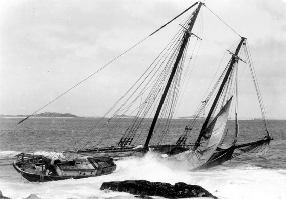schooner shipwreck photo
